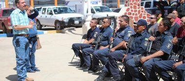 Dan uniformes y confirman aumento salarial a policías en Madera