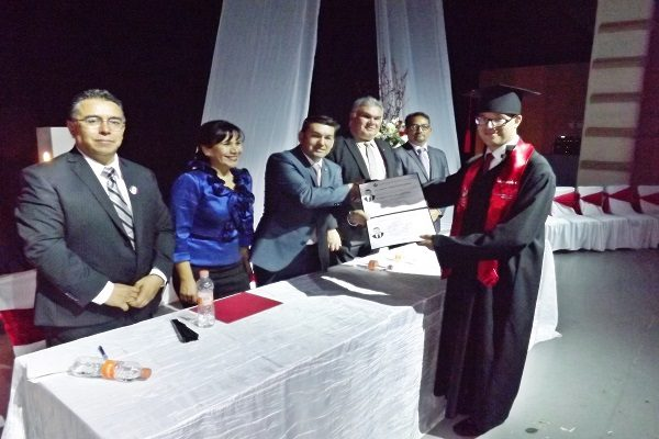 Se gradúa primer licenciado en Derecho con lesión cerebral