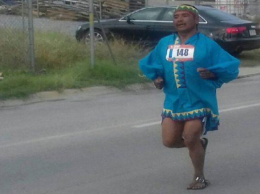 Triunfan atletas tarahumaras en Santa Fe
