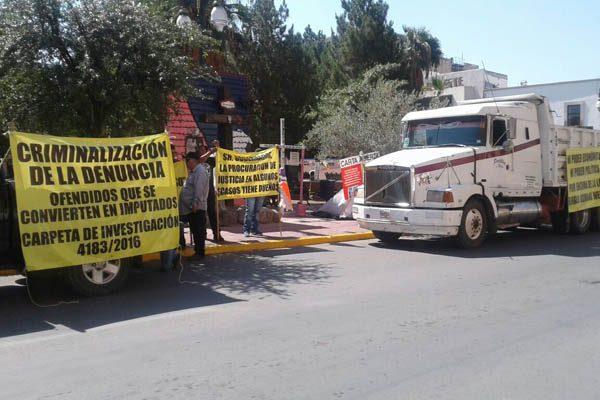 Bloquean con camión avenida Aldama frente a Palacio