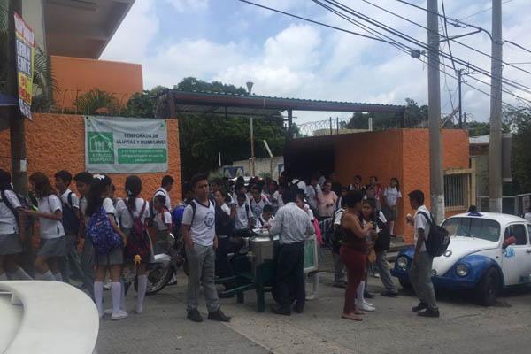 Tras sismo, reportan dos muertos en Puebla