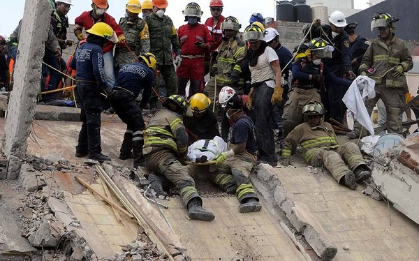Suman 230 muertos por temblor en México; 52 personas rescatadas con vida