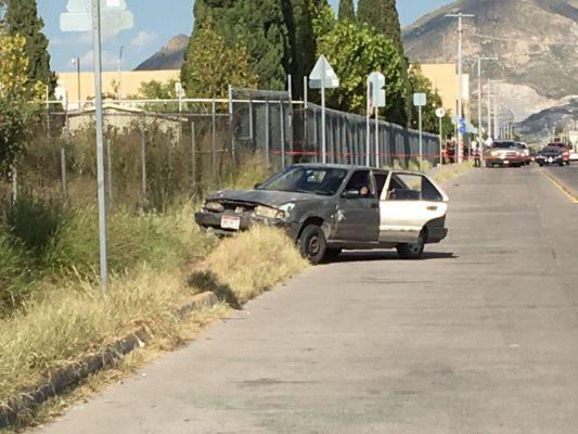 Asesinan a tres a bordo de un vehículo sobre la Avenida Tecnológico