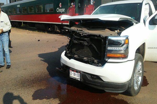 Lo impacto el tren; chofer resultó ileso