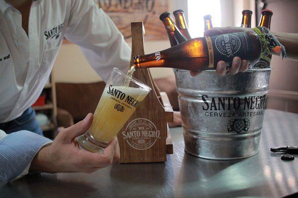 Cerveza artesanal Santo Negro con sabor a Chihuahua