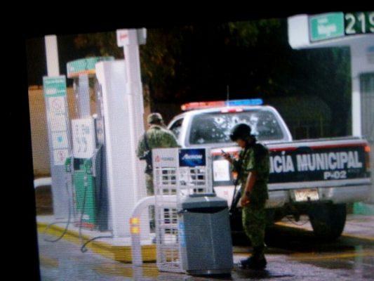 Se enfrentan policías y grupo armado en V. de Allende; comandante y agente graves