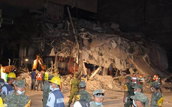Suman al menos 151 muertos tras terremoto en México; continúan los rescates