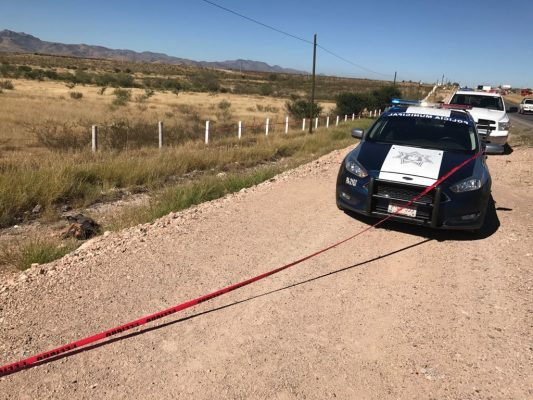 Encuentran a hombre sin vida a un costado de la carretera a Delicias