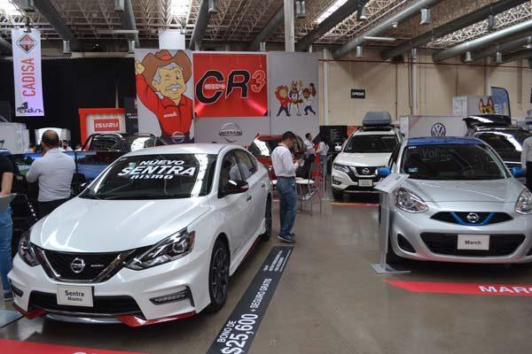 Exponen agencias de autos sus mejores vehículos en la Expo Automotriz