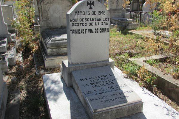 Alguien sigue visitando la tumba de Luz Corral de Villa
