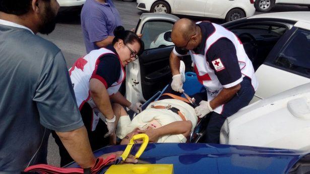 Resulta mujer lesionada en choque sobre la Avenida Independencia