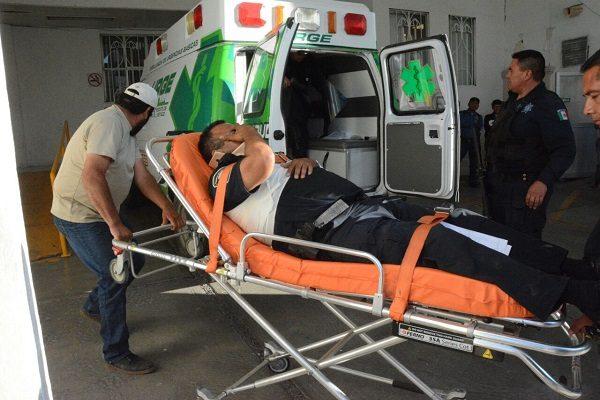 Trasladan de urgencia a policía herido en balacera en Madera