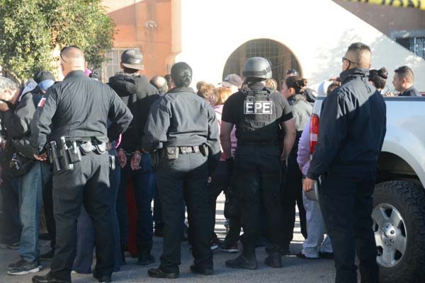Lanzan granadas de gas contra familias de Chihuahua 2000