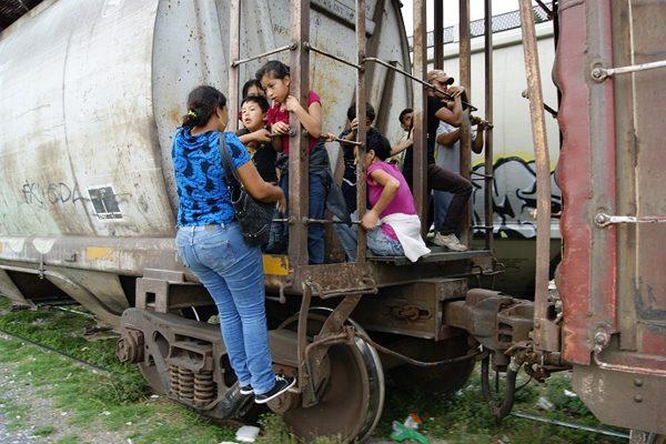 Sólo una de cada diez mujeres migrantes logra cruzar la frontera