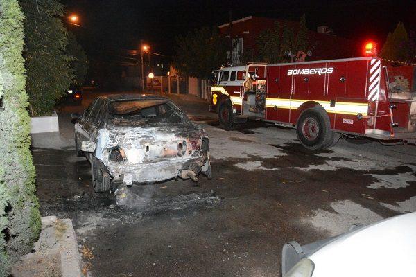 Incendian auto en la colonia Burócrata