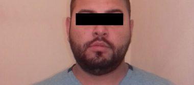 Detienen agentes a hombre con arma y auto robado