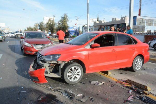 Cuantiosos daños materiales por choque entre cinco vehículos