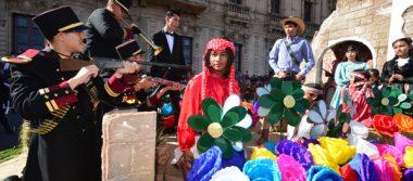 [GALERÍA] Música, baile y acrobacias en desfile revolucionario