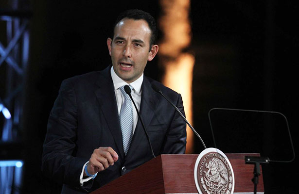 Urge revisar los perfiles de cónsules, exige Roberto Gil Zuarth