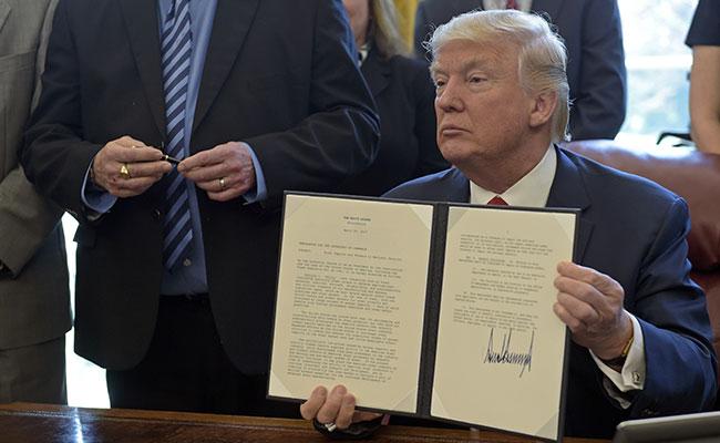 Donald Trump ordenó hoy al Departamento de Comercio una investigación federal para determinar si el acero importado a Estados Unidos perjudica la seguridad nacional del país Foto: AP
