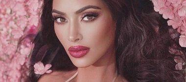 Kim Kardashian estrena diminuto bikini Chanel y enciende las redes sociales