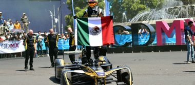 Gutiérrezexhibe su auto en el Road Showen Reforma 🏁🏎