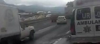 Cierran en ambos sentidos la México-Puebla por incendio de camioneta