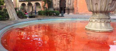 Tiñen de rojo agua de fuente en SLP por feminicidios