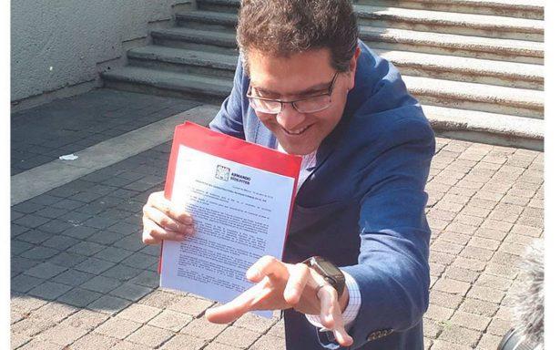"""Ríos Piter denuncia a INE por """"trato rijoso"""" al impedirle revisar firmas"""