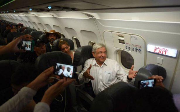 AMLO quedó varado en aeropuerto de Huatulco por tres horas