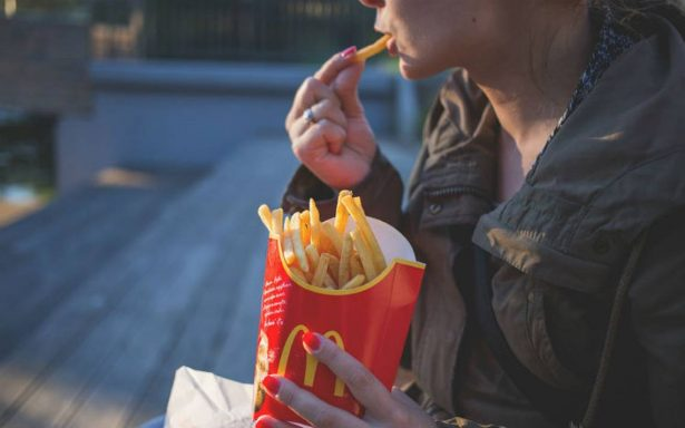 La obesidad femenina aumenta debido a los estereotipos