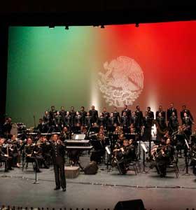 Orquesta sinfónica de la SEDENA cierra las celebraciones en grande