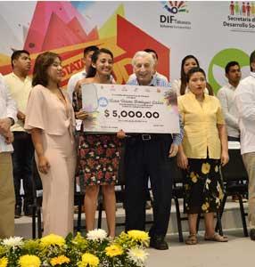 Entrega Arturo Núñez Premio Estatal de la Juventud 2017