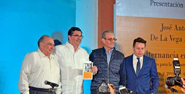 Presentan libro Alternancia en el Poder  de José Antonio de la Vega