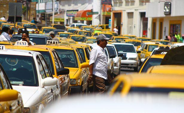 Deja bloqueo de taxis pérdidas millonarias
