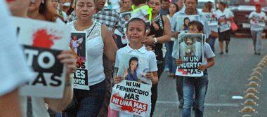 Marchan padres de menores asesinados