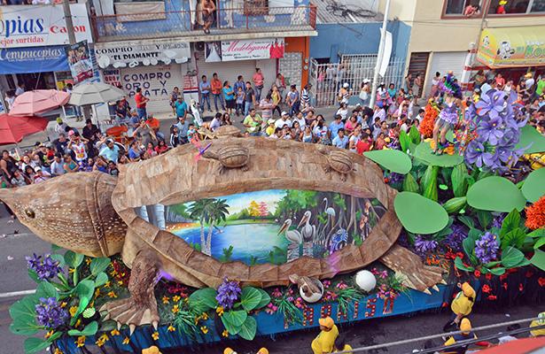 """El segundo lugar fue asignado a """"El Guao Popalero del Trópico"""" carro alegórico del municipio de Paraíso."""