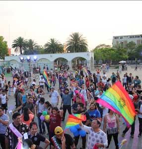 Realizan marcha del orgullo LGBTTTI