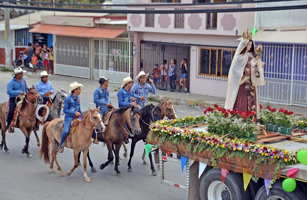 Celebran capitalinos a la Virgen del Carmen