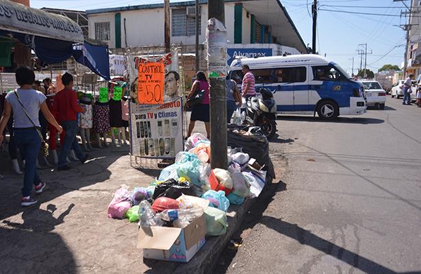 Arrancan semana con cerros de basura en Av. Gregorio Méndez