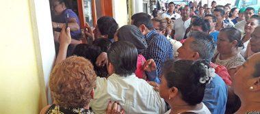 Toman seguidores de Rafael Acosta Palacio Municipal