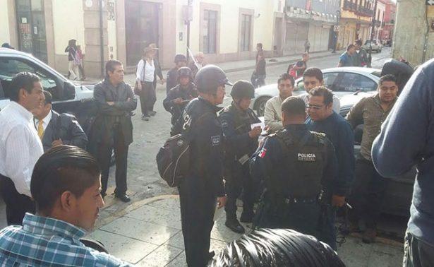 Estudiantes de la UABJO se disputan  el control de Facultad