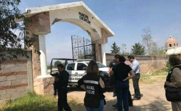 Acusan a regidora de Chiconcuac de enterrar perros vivos