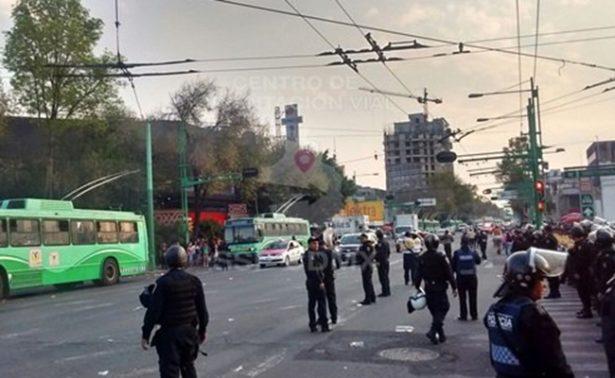 Manifestantes bloquean la circulación en Eje Central