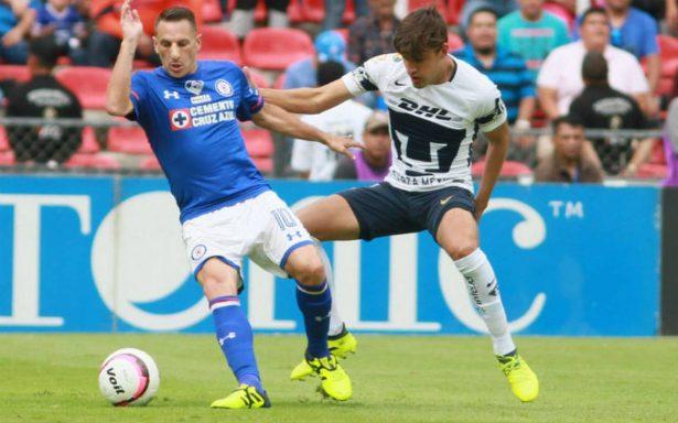 Cruz Azul golea a Pumas y se acerca a la liguilla