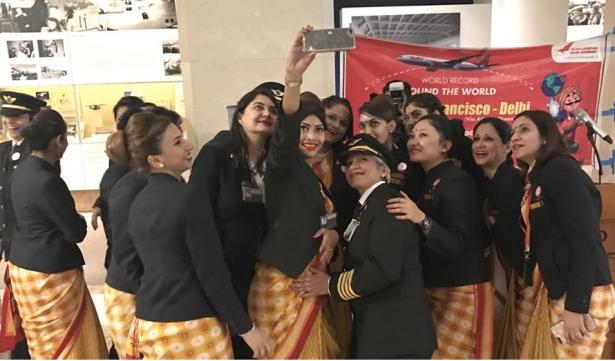 Realiza Air India primer vuelo tripulado solo por mujeres