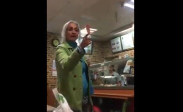 Mujer agrede a comensales en restaurante de fast food, la llaman #LadySubway