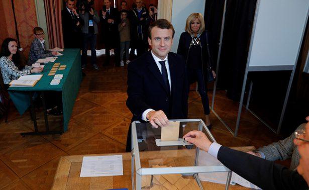 Elige Francia a nuevo presidente, con Macron como favorito
