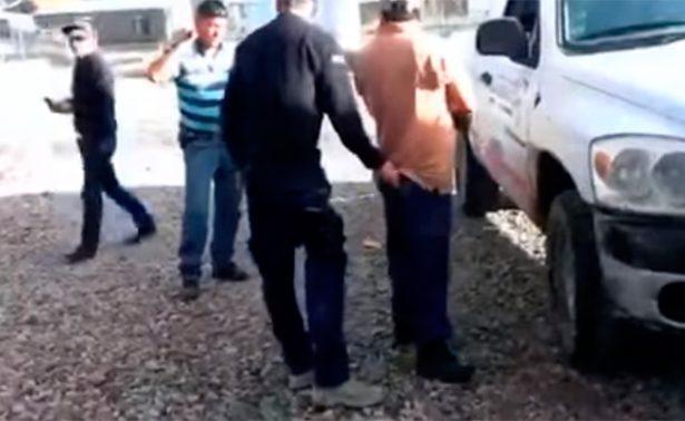 Circula video en Chihuahua de policías golpeando a civil
