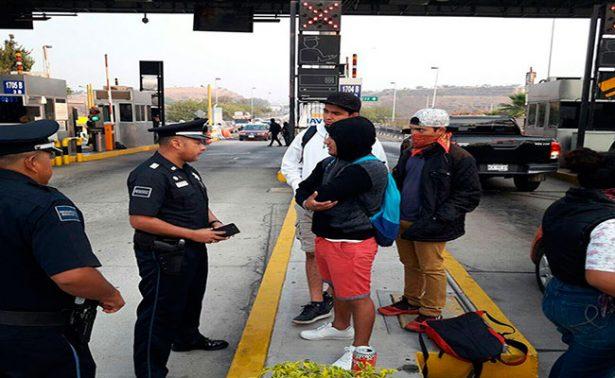 """Normalistas"" invaden caseta de Huitzo en Oaxaca"